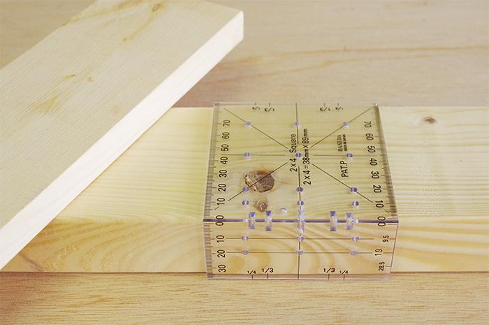 目からウロコ! 簡単に線引きができる2×4材用の定規の使い方
