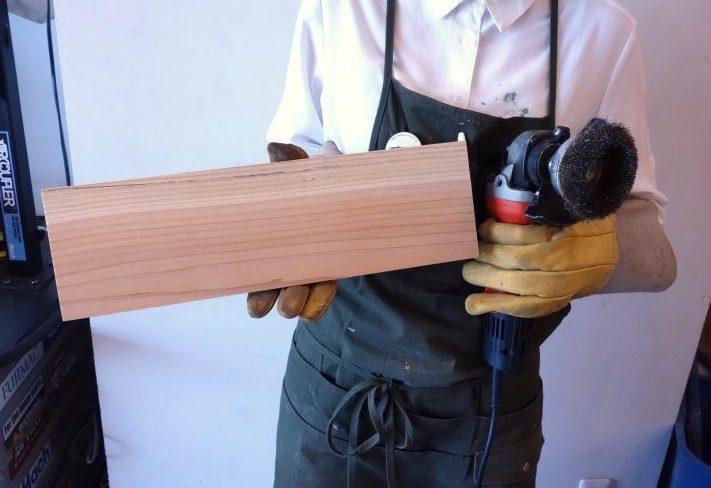 木材を古く見せる!アンティーク加工の方法を紹介
