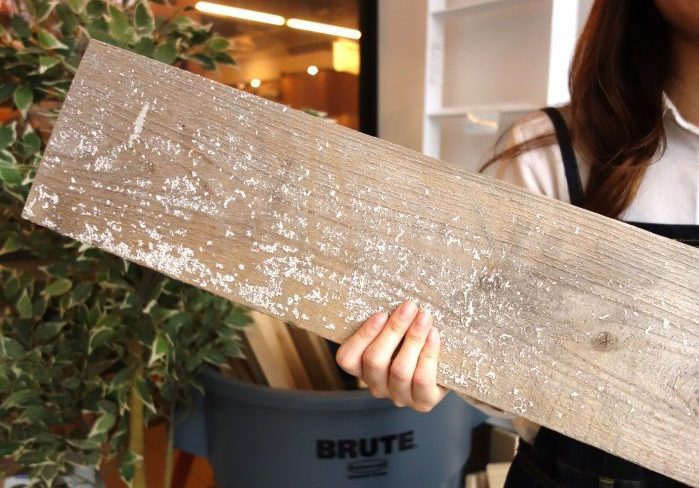 足場板や流木などの古材をきれいにするための洗い方まとめ