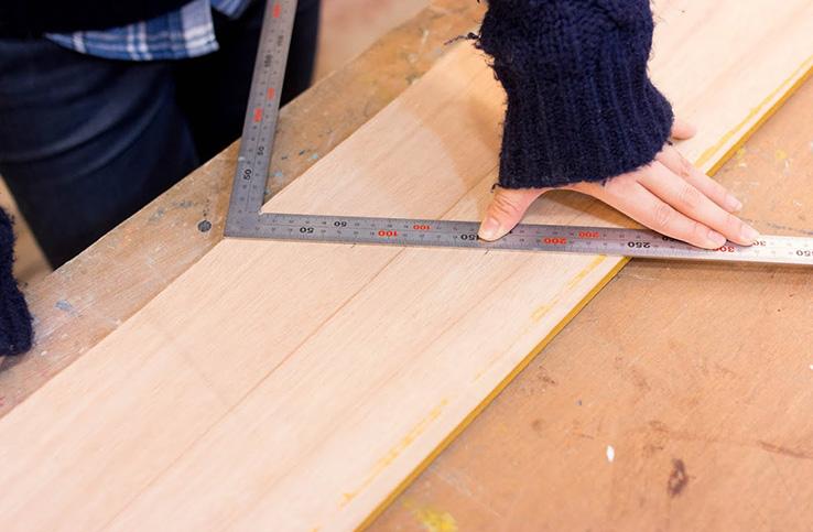 さしがねの使い方。長さだけでなく、角度も測る方法とは?