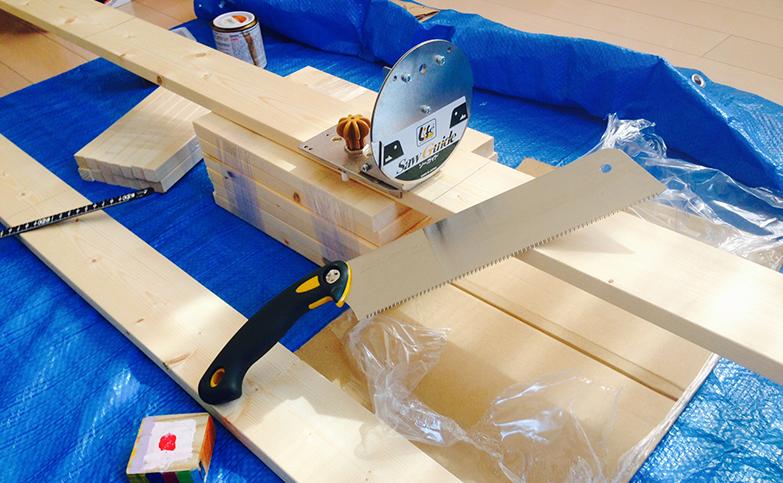 意外と簡単!?丸のこを使わず2×4材をまっすぐカットする便利なアイテム