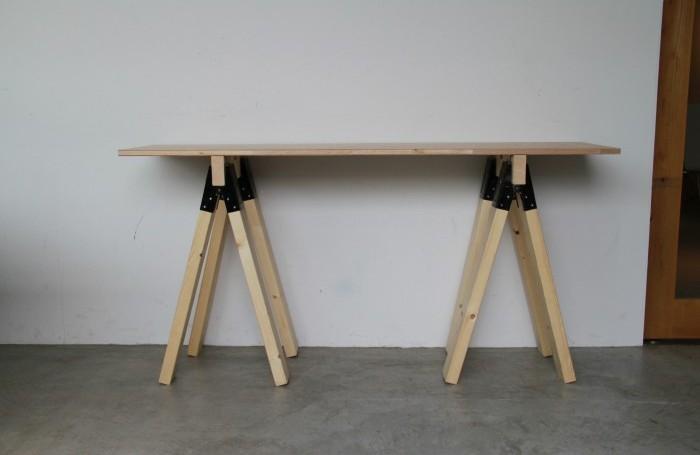 分解できるソーホース(馬脚)の机DIY。必要なときだけ組立てられる作り方!