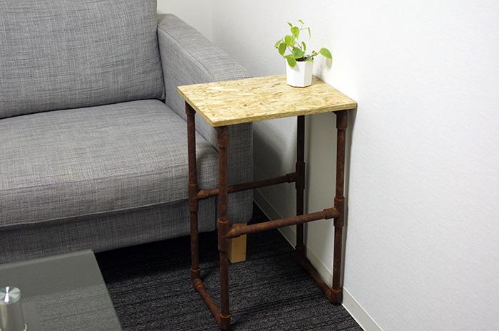 材料費3千円!OSB天板と錆び風塩ビ脚のサイドテーブルの作り方