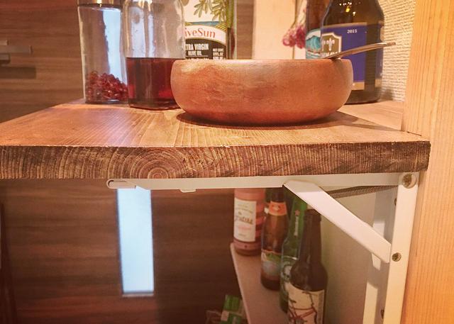 ワンタッチ折りたたみ棚受け「タッチポン」で調理台をDIY!