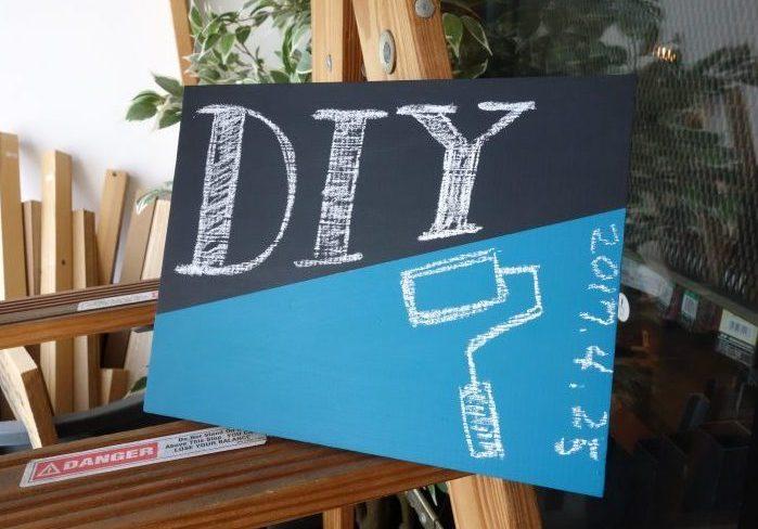 好きなところでチョークが使える!黒板塗料DIYの方法を紹介。