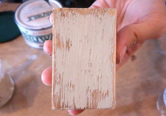 ブライワックとミルクペイントの重ね塗りで自然なアンティーク感を出す方法