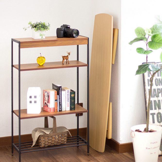 椅子もテーブルも簡単に元通りに収納することが可能。収納時は、マグネットの安全ラッチをしっかりと留めることに気を付けたい。