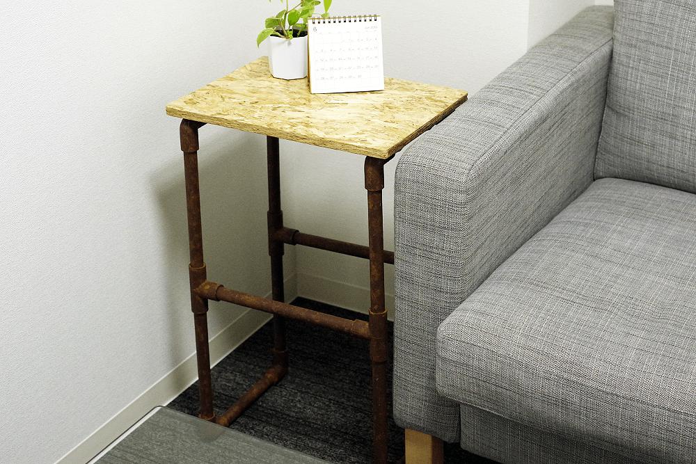 サビ加工したサイドテーブル