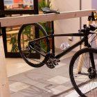 金具を取り付けるだけ?!木製のスポーツバイクスタンド